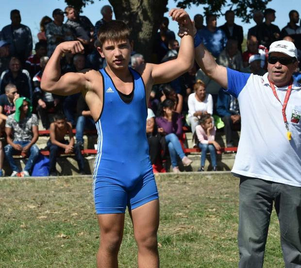 Млад борец е спасил от удавяне още едно момче, което