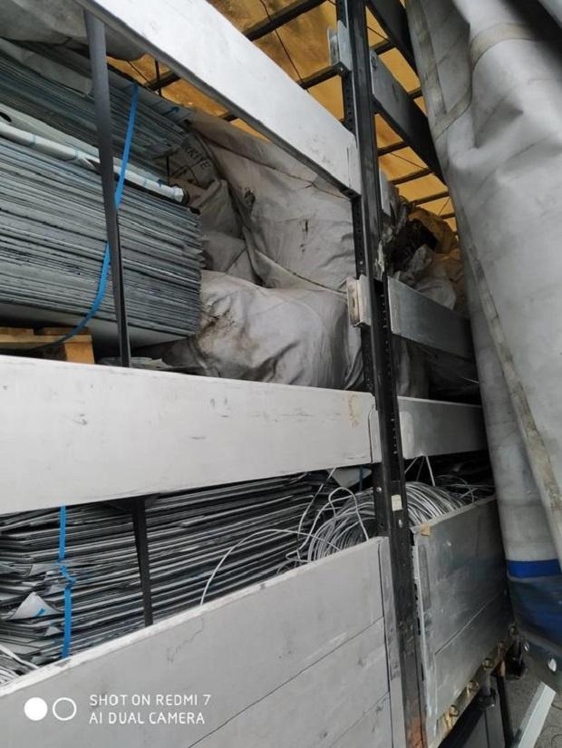 Шест ТИР-а с турска регистрация, превозващи 137 тона отпадъци