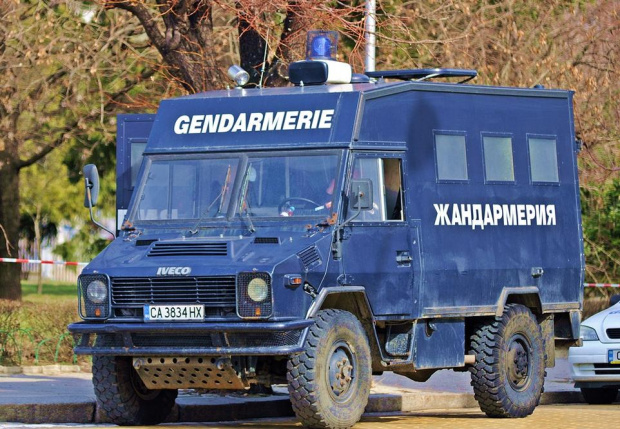 Жандармерия блокира ромската махала в Перущица, съобщава БГНЕС. Контролно-пропускателният пункт
