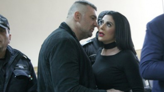 Скандалният пловдивскибизнесмен Атанас Червенков–Райфъла отново е бил арестуван вчера.Полицаи са