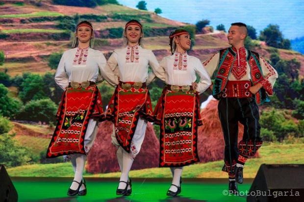 Българи у нас и по света отбелязаха Деня на българския фолклор - 22 юни