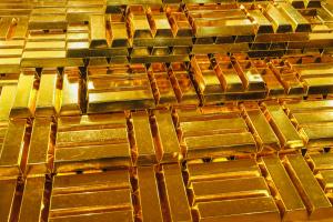 Цената на златото продължава да се задържа рекордно висока