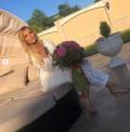 Анелия чукна 38 с бяла дантела, заря и много гости в скъпарския си дом (СНИМКИ)