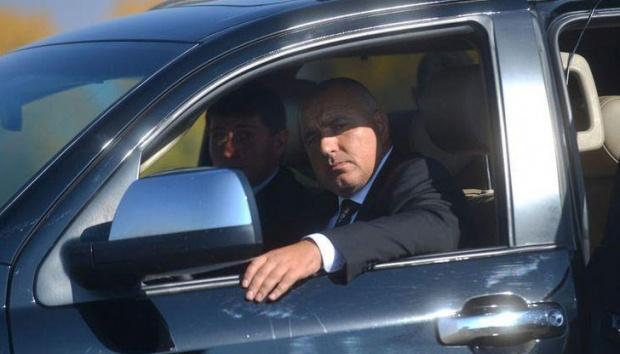 ПремиерътБойко БорисовпосетиВелингради региона, а заедно с него в джипа му