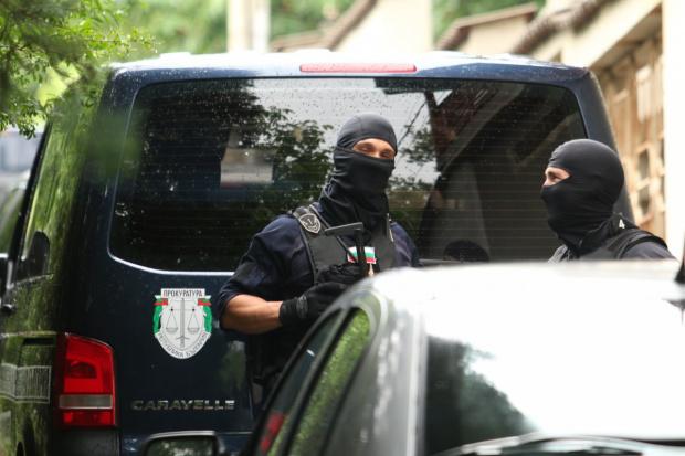 Две акции с участието на тежко въоръжено командоси и прокурори