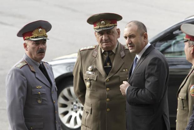 Държавният глава Румен Радев поздравислужителитена Министерствотона вътрешните работипо случай техния