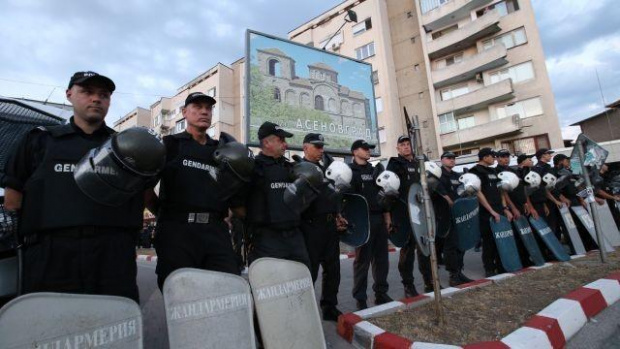 Полицаи се събраха на протест навръх професионалния си празник в