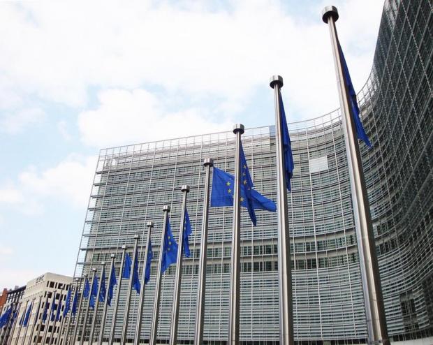 Европейската комисия ревизира леко нагоре своите прогнози за икономическия спад