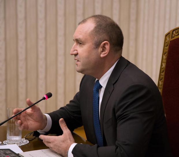 """От 17.05 часа, на """"Дондуков"""" 2 държавният глава Румен Радев"""