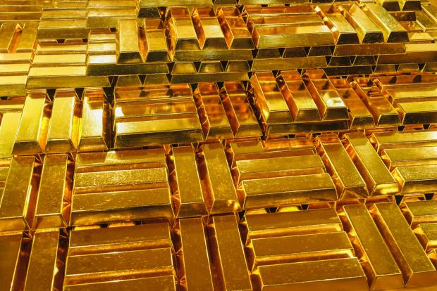 Цената на златото тази сутрин слабо се променя, оставайки на
