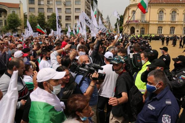 ГЕРБ на извънредна пресконференция: Шпицкомандите на Божков превзеха протеста