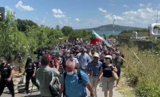 След два часа на блокада и сблъсъци, протестрищите в Отманли