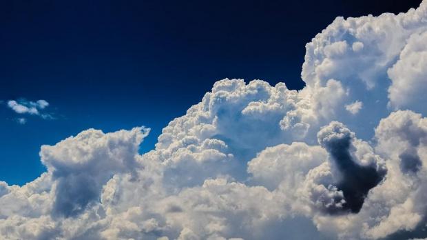 Облачността в понеделник ще е динамична, но без валежи. Възможно