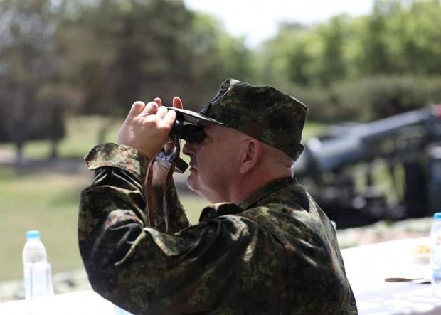 Редица държави налагат карантина и други ограничителни мерки на българските