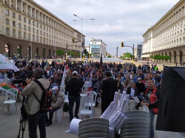 Антиправителственият протест в центъра на София блокира движението в т.нар.