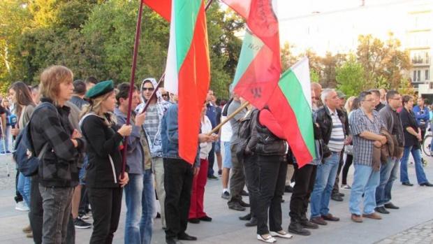 Започнаха антиправителствени протести и в редица градове на страната. Подобно