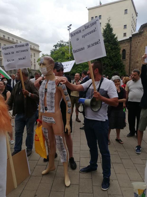 Ден седми! Протестите се разрастват, младите са мнозинство! Зоват Бойко да си отиде като мъж (ВИДЕО+СНИМКИ)