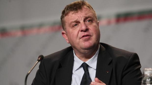 Вицепремиерът и министър на отбраната Красимир Каракачанов намали вариантите за