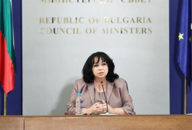Министърът на енергетиката Теменужка Петкова даде брифинг в сградата на