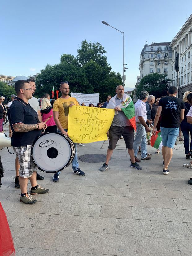 Протестиращите: Молим ГЕРБ да спре да праща провокатори