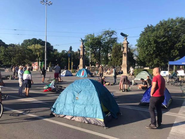 Гневен гражданин срещу протестиращите на Орлов мост