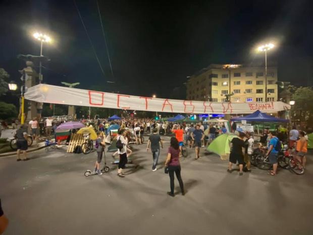 Палатков лагер в центъра на София, трафикът е затруднен  (СНИМКИ)