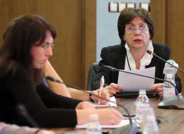 Бившият служебен премиер Ренета Инджова е със счупена китка на