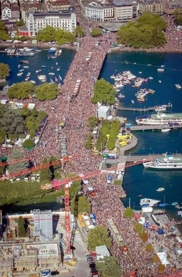 Хиляди хора започнаха да се събират в Берлин, за да