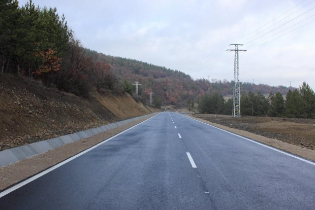 И пътят Хасково-Стара Загора продължава да е блокиран