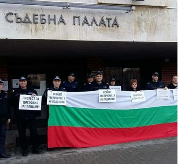 Служителите в затворите в България отлагат обявяването на протест, но