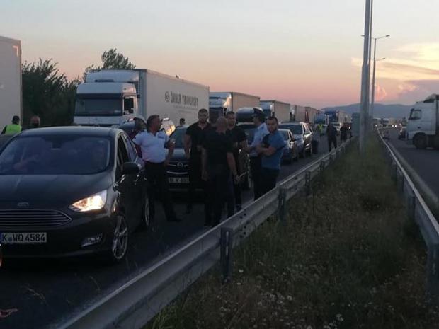 """Протестиращи блокираха автомагистрала """"Марица"""" в района на пътния възел за"""