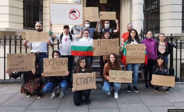 Търсейки подкрепата на повече граждани, организаторите на антиправителствения протест в