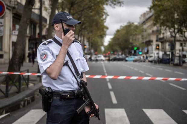 Банков обир със заложници е в ход в северния френски
