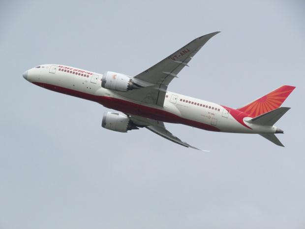 Самолетна катастрофа със загинали и ранени в Индия