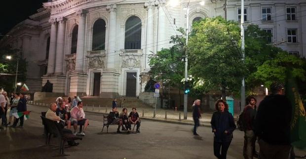 И тази сутрин възлови кръстовища в София осъмнаха барикадирани, предаде