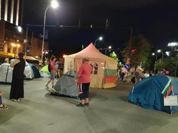 Палатков лагер и във Варна, но без блокади на улици