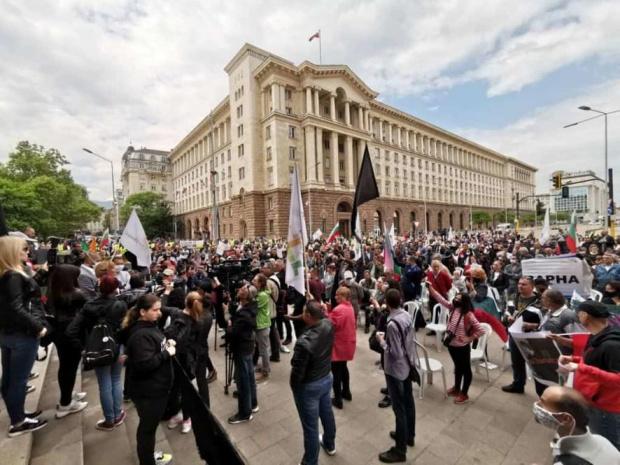 Протестиращи срещу правителството отново са блокирали трите възлови софийски кръстовища
