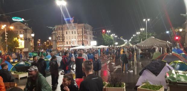 Голям брой протестиращи опазиха блокадите на Орлов мост, заканите на полицията не се сбъднаха ВИДЕО+СНИМКИ