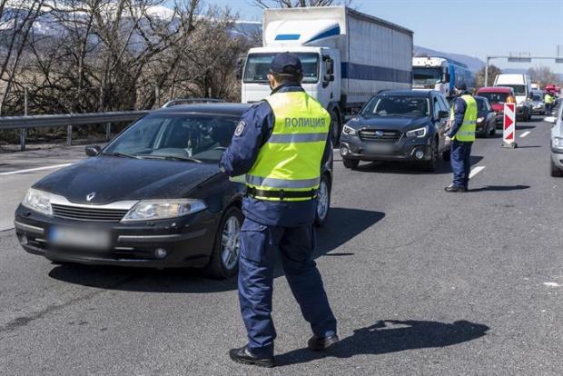 Протестни акции затрудниха движението в неделния ден по основни пътни