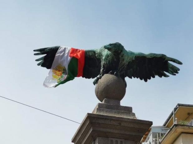 Барикадите на ключови места в центъра на София остават и