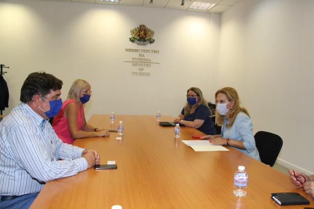 Вицепремиерът и министър на туризма Марияна Николова проведе работна среща
