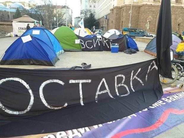 """Протестиращи в Русе блокираха движението към ГКПП """"Дунав мост"""". Те"""