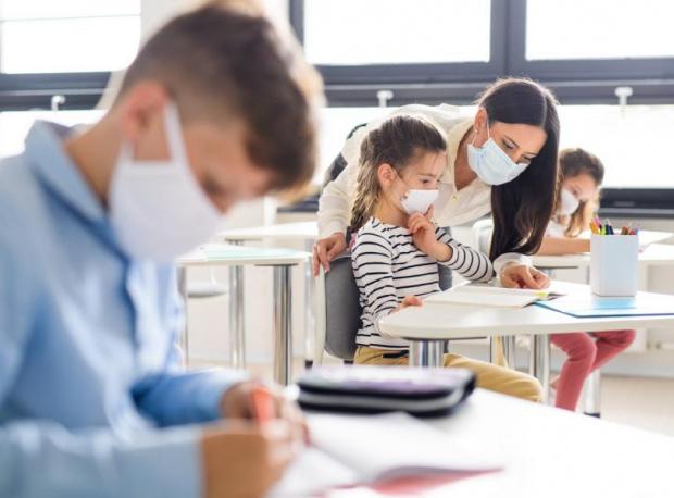 С маски, шлемове и от дистанция ще преподават учителите в школата от 15 септември