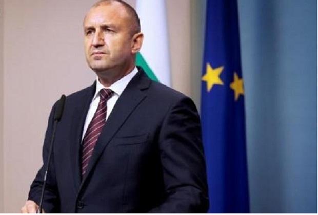 Радев към депутатите на ГЕРБ: Бягството няма да ви спаси от позора, истинският парламент е на улицата