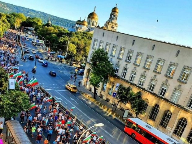 Мирни шествия, блокади и демонстрации из страната в подкрепа на протеста в София