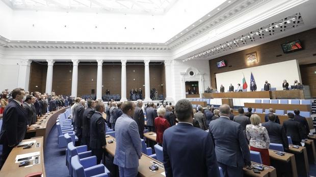 Депутатите успяха и да заработят, първата им работа – отхвърлиха вето на Радев