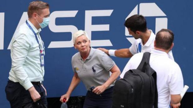 Джокович удари съдия и го прати в нокдаун! Дисквалифицираха го на US Open ВИДЕО