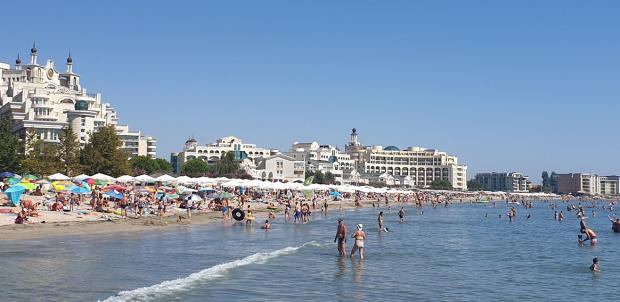 Циганското лято тече с пълна пара, Южното Черноморие се пука по шевовете