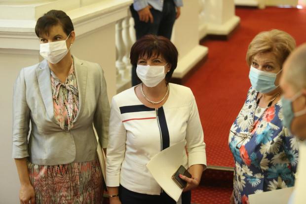 Караянчева: Мафията стои зад протеста и плаща! ГЕРБ е най-готовата партия за избори