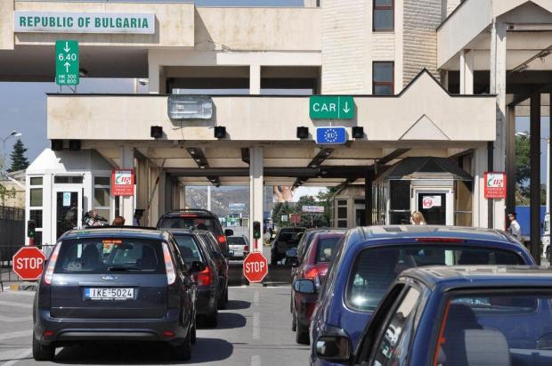 Гърция удължи до края на месеца строгия COVID-контрол по границите